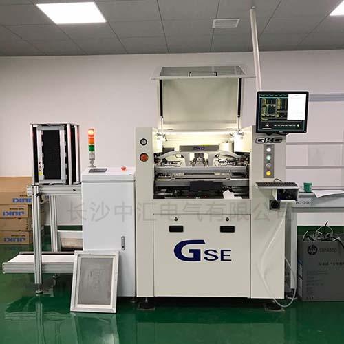 工厂机器在运行中,提高生产效率